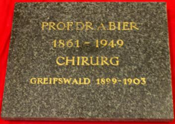 KU000209; Bier, August; Gedenktafel