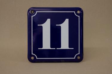 Schild Hausnummernschild mit der Zahl 11