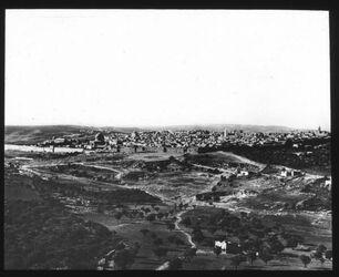 Glasplattendia [gedruckt] Jerusalem von N.-W. [Handschrift, rot] chi-rho-Zeichen
