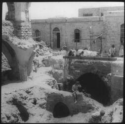 Glasplattendia Mitteltor des Konst.baus [Jerusalem]
