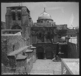 Glasplattendia Südfassade der Grabeskirche, Jerusl. Heilig. Grabesdom, Hof und Portal [Jeusalem]