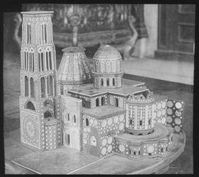 Glasplattendia Modell der Grabeskirche in Augsburg