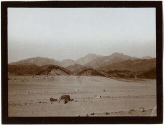 Fotografie gebel [dschebel, djebel] umm [?] somar [schomar] von der Wüste el-ka