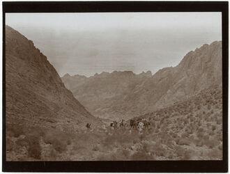 Fotografie Erster Blick auf das Sinaikloster v. S. [gebel musa]