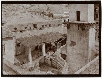 Fotografie Nebenhof des Sinaiklosters [Gebel musa, Katharinenkloster] Araber bringen Getreide