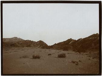 Fotografie Am oberen Ende des w. [wadi] nakb budra [Nakb el-Budra] Gestörte Schichten