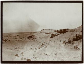 Fotografie Felsrand u. Schuttkegel in d. Wüste b. Kairo