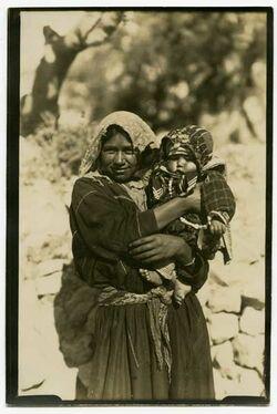 Fotografie Beduinin m. Kind. An den Königsgräbern [Jerusalem].