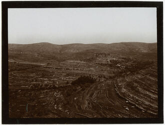 Fotografie chirbet ekbala v. S. von der Höhe bei soba