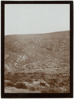 Fotografie w. [wadi] swenit unterhalb muchmas v. W [Nachal Michmas]