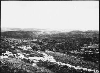 GDIs00432; Fotografie; Von d. Höhe nördl. dura Blick n. NO (Höhe des jud. Berglandes), aus Nachlass von rund 880 Fotografien von Valentin Schwöbel