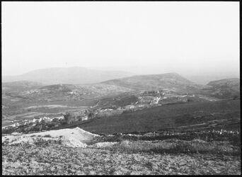 GDIs00528; Fotografie; Von der Höhe über Nazareth Blick n. S. (Absturzberg, gebel [dschebel, djebel] dahi), aus Nachlass von rund 880 Fotografien von Valentin Schwöbel