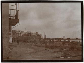 Fotografie Am Hafen v. Sidon Schiffsbauplatz