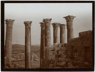 Fotografie Geras [Gerasch, Gerasa], Vorhalle des Artemistempels v. innen