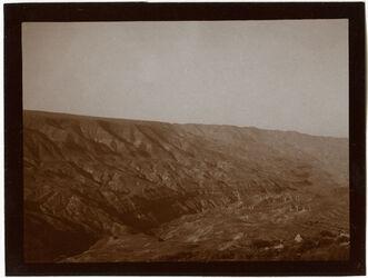 Fotografie w. mogib [wadi modschib, modjib] beim Abstieg von N [Wadi mujib]