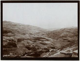 Fotografie w. elkerak v. d. Stadt aus Blick n W [wadi kerak, Umgebung]