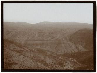 Fotografie w. [wadi] el-hesi beim Abstieg von N