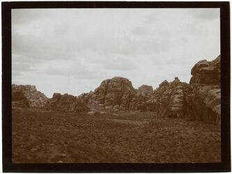 Fotografie Felsenlandschaft vor Petra wohl el-beda