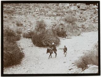 Fotografie wadi musa. Talrinne Abritt v. Th. [?] Thomsen [Petra, Umgebung]