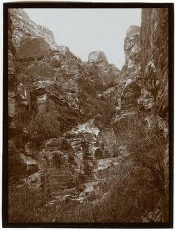 Fotografie Schlucht von el-chazne v. N [Petra]
