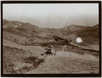 Fotografie Tal südl. v. w. ennar [wadi en-nar] mit Cisterne