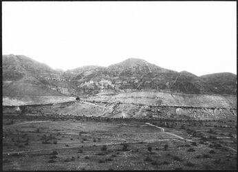 GDIs00833; Fotografie; gebel [dschebel/djebel] Kuruntul [Berg der Versuchung] aus der Gegend des alten Jericho, aus Nachlass von rund 880 Fotografien von Valentin Schwöbel