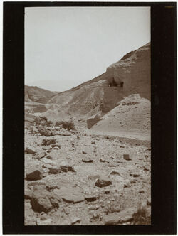 Fotografie Blick aus d. Burgtor v. kasr ezzuwera n. d. Felsenerker [mizpe zohar]