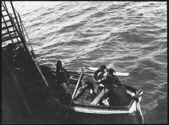 Fotografie Boot im Hafen v. et-tur am Dampfer Mariat [?] [Et-tor]