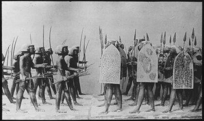 Glasplattendia Ägypt. Soldaten nach Modellen. Ägypt. Soldaten aus Holz. Kairo. Mus.