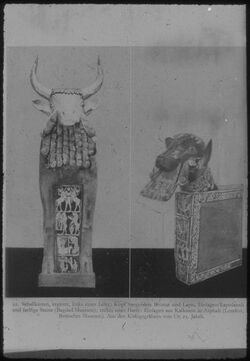 """Glasplattendia rechts einer Harfe: Einlagen aus Kalkstein in Asphalt (London, Britisches Museum). [...]"""" Schallkästen einer Leier u. Harfe a. Königsgräbern von Ur"""