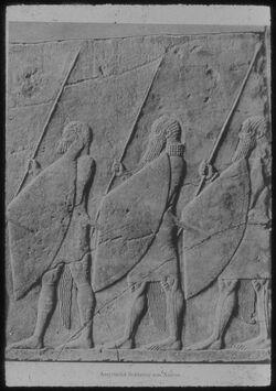 Glasplattendia London, Brit. Mus., Assyrische Soldaten