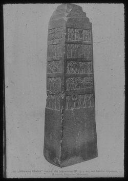 "Glasplattendia London, Brit. Mus., ""Der schwarze Obelisk"" Salmanassar III."