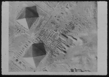 Glasplattendia Gise [Gizeh], Die Pyramiden m. d. königl. Nekropole