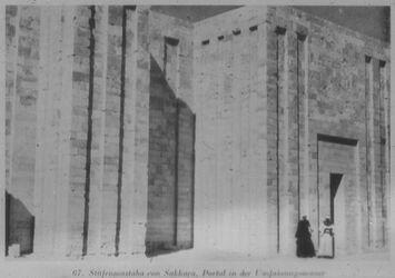 Glasplattendia Sakkara, Stufenmastaba, Portal