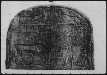 Glasplattendia Paris, Louvre, Mundöffnung vor Osiris Apis