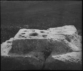 Glasplattendia Opferstein von sar
