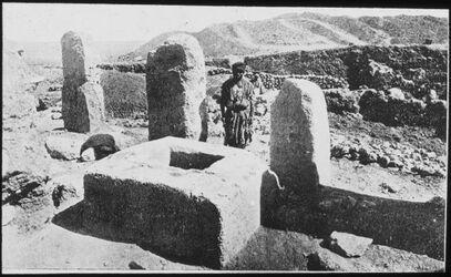 Glasplattendia Heilige Steine in Gezer [wohl: Tell gezer]