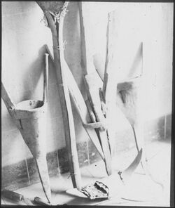 I XV 2; Glasplattendia; damasz., ost. Und südpal. Pflugschar, Mistfänger [wohl: Deutsches Palästina-Institut, Jerusalem]