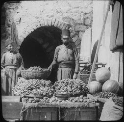 Glasplattendia Fruit-Vendor [Früchte-Verkäufer, Palästina]
