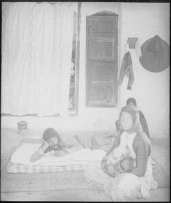 Glasplattendia Araberhaus, Inneres, Nazareth, Mann im Fieber