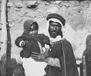 Glasplattendia Mann mit Kind el-hosn, aglun [adschlun, adjlun]