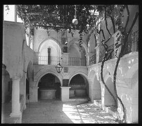Glasplattendia Jerusalem, Hofpartie im Hause des Hohen Priesters Kaiphas, wo Petrus Christus verleugnete