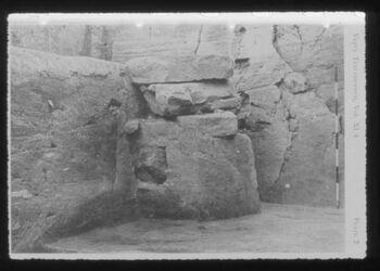 Glasplattendia Tell der-alla, Altarsteine in SpBr-Tempel