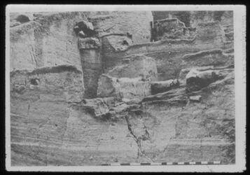 Glasplattendia Tell der-alla, Trench D mit Blick nach Süden Oben: Stadtwall mit Turm
