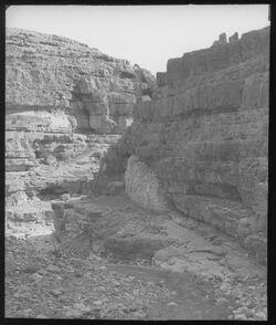 Glasplattendia W. [wadi] en-nar vor Marsaba