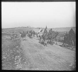 Glasplattendia Militärtransport auf der Straße nach Bethlehem