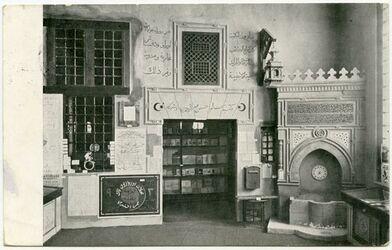 """Fotografie Buchladen und Brunnen in Kairo der Abteilung """"Islam"""" der BUGRA, Leipzig 1914"""
