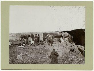 Fotografie Beduinenlager bei Zerakijje, Aufbruch meiner Maultiere [Hauran]