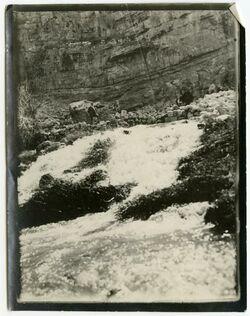 Fotografie Die Quelle el-fauwar in der Wüste Juda