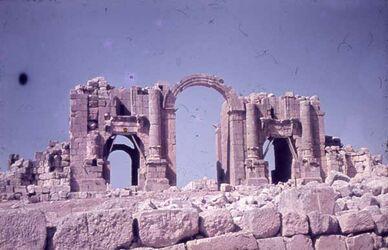 Dia Dscherasch [Gerasa] Triumph-Bg. Hadrian 129 n.